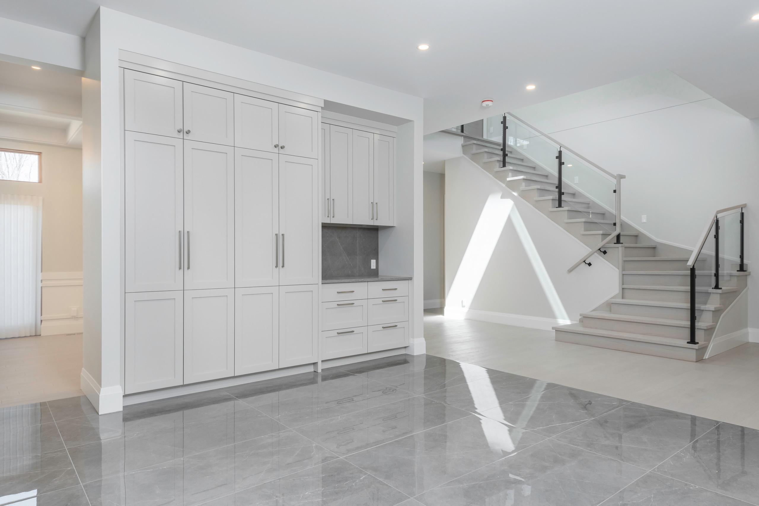 Alta Vista Kitchen/Staircase