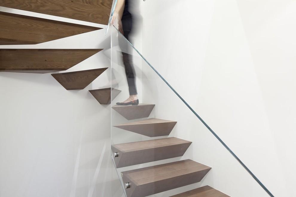 Inspiration for a modern floating staircase remodel in Tel Aviv