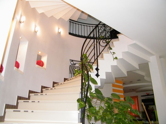 arch traditional-staircase