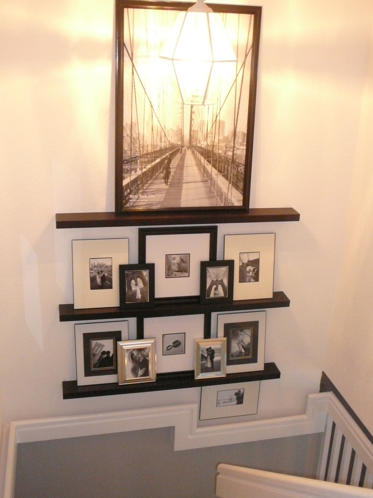 Example of an eclectic staircase design in Miami