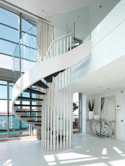 Atico duplex diagonal mar contempor neo escalera - Escaleras de duplex ...