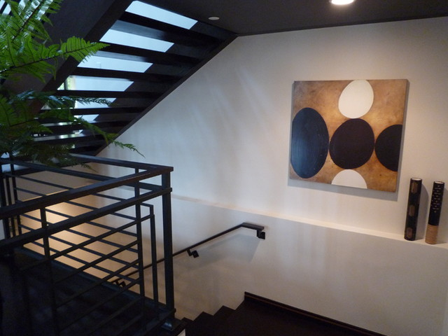 Example of a minimalist staircase design in Los Angeles