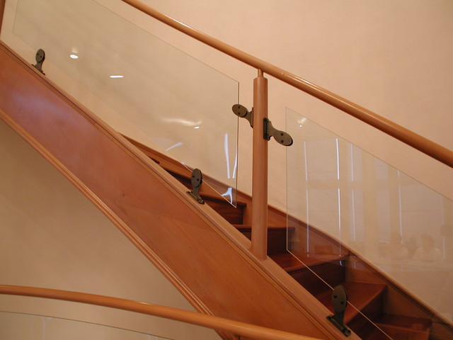 Bent glass modern-staircase