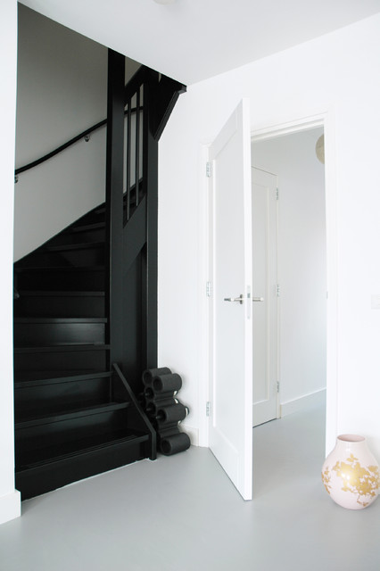black stairs Modern Staircase Amsterdam by April  : modern staircase from www.houzz.com size 426 x 640 jpeg 39kB