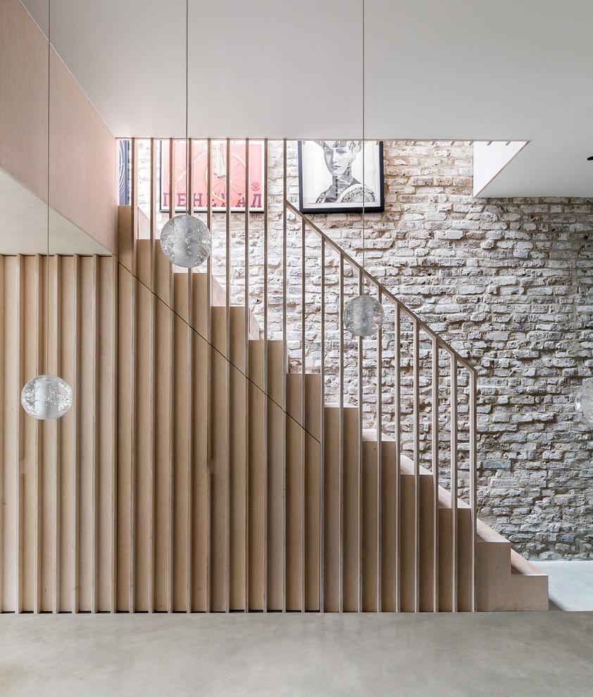 Gerade, Mittelgroße Moderne Holztreppe mit Holz-Setzstufen und Holzgeländer in London