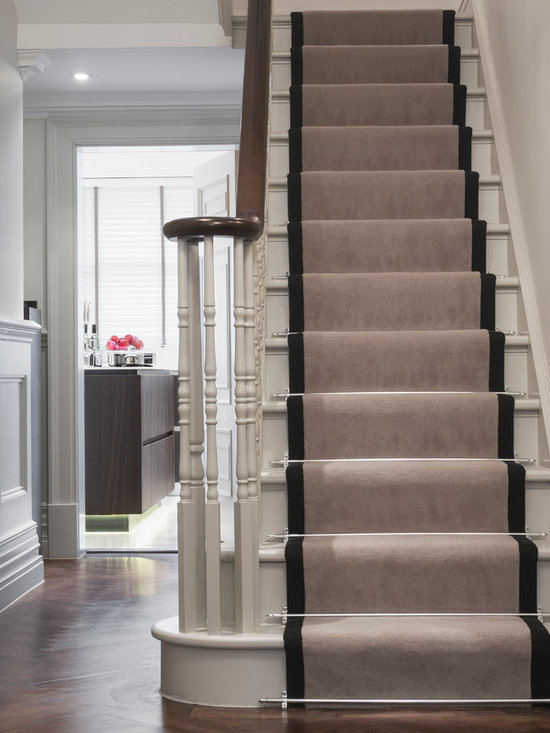 how to put a wallpaper border up the stairs