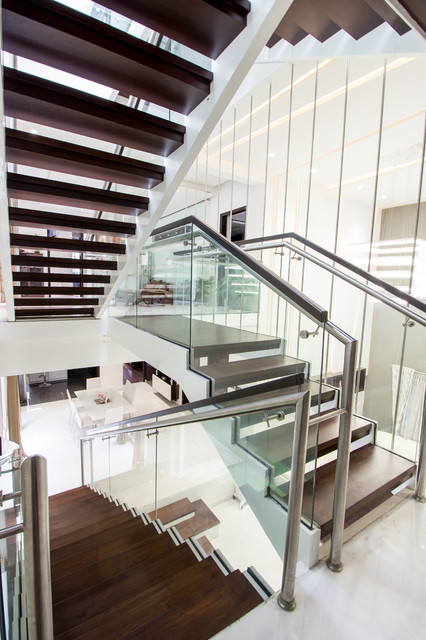 Design ideas for a contemporary staircase in Bengaluru.