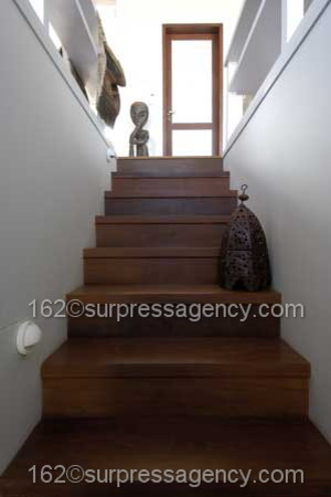 Cottage House WOOD APPEAL traditional-staircase
