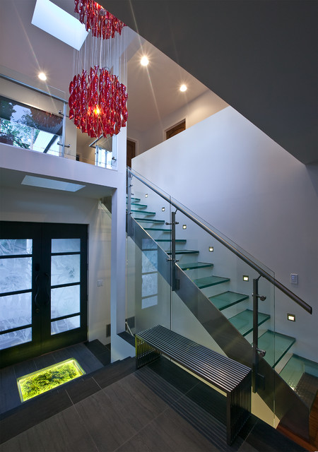 Example of a minimalist straight staircase design in Kansas City