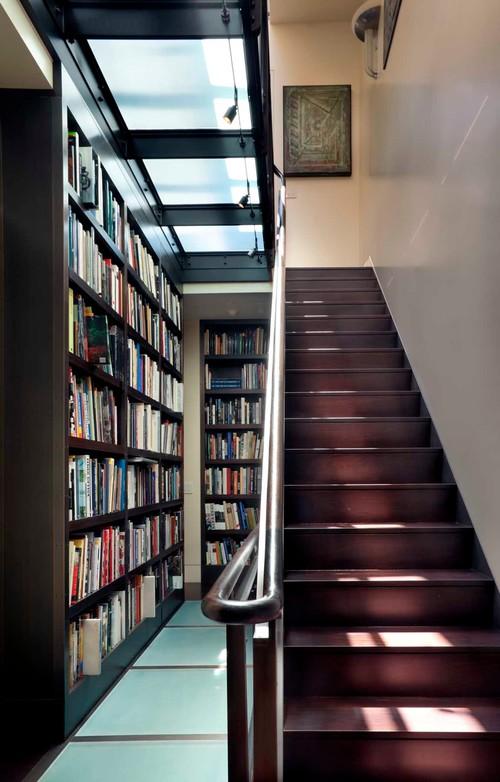 книжные шкафы в таунхаусе