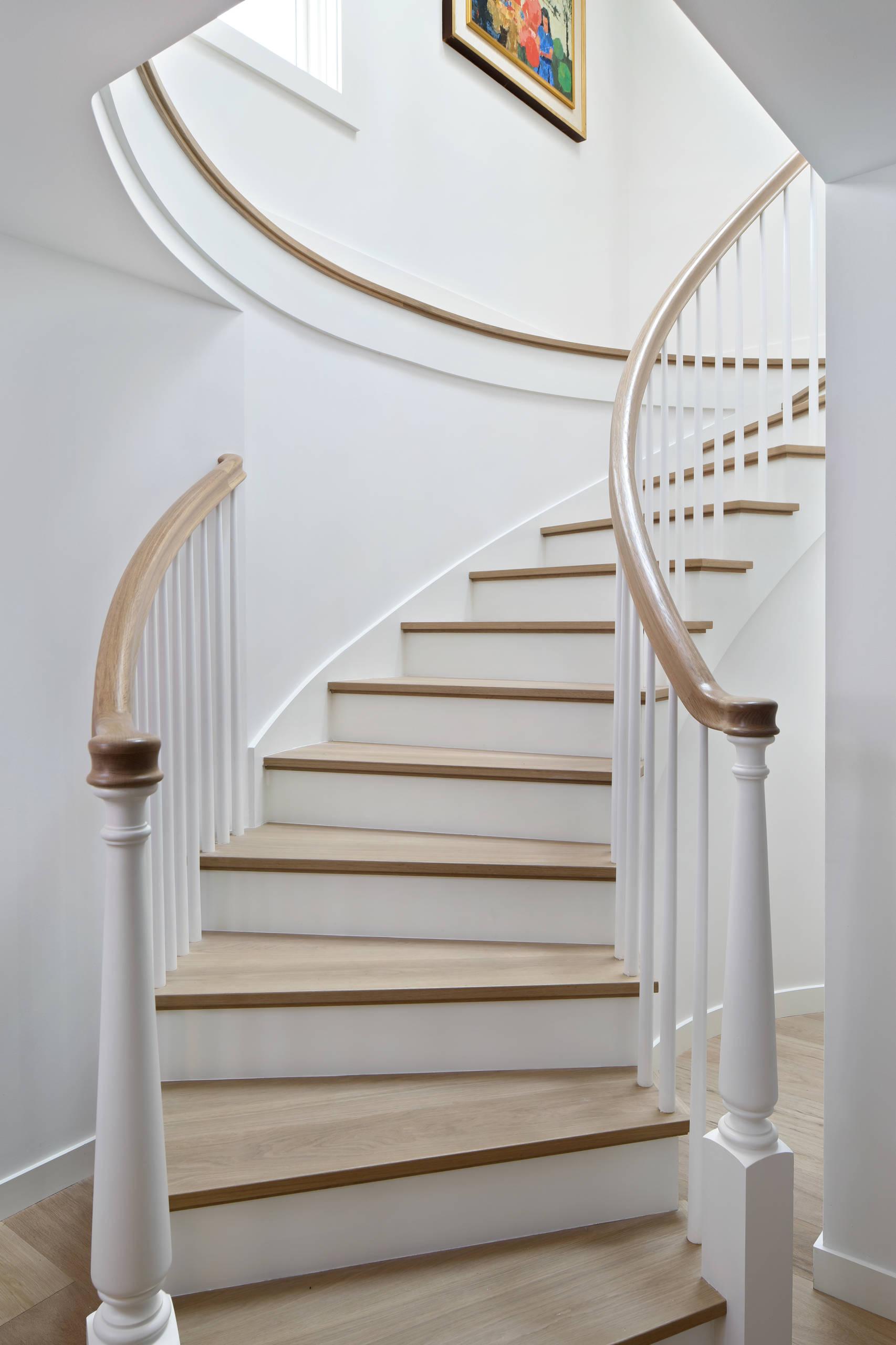 El Arroyo - curved staircase