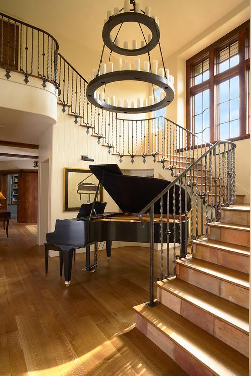 まるでコンサートホールの舞台のような階段の横に置かれたグランドピアノの演奏に合わせて歌を歌いたくなるような空間です。気分はミュージカル女優☆