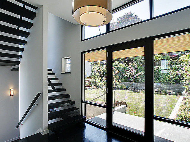 Foyer modern staircase