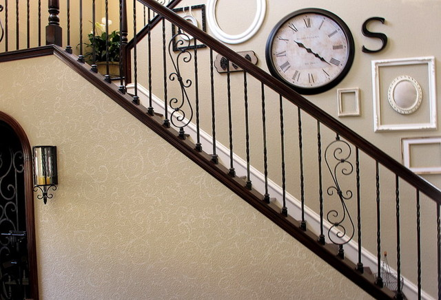 Gallery wall - Decorate stairway wall ...