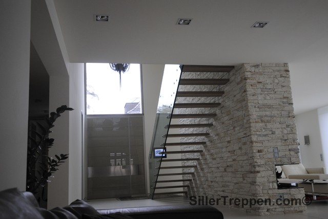 Gl Stairs And Cantilevered Stair Nürnberg Germany Modern Staircase