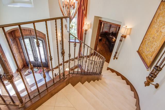 Grand classico scale austin di crowley custom homes for Arredare pianerottolo scale