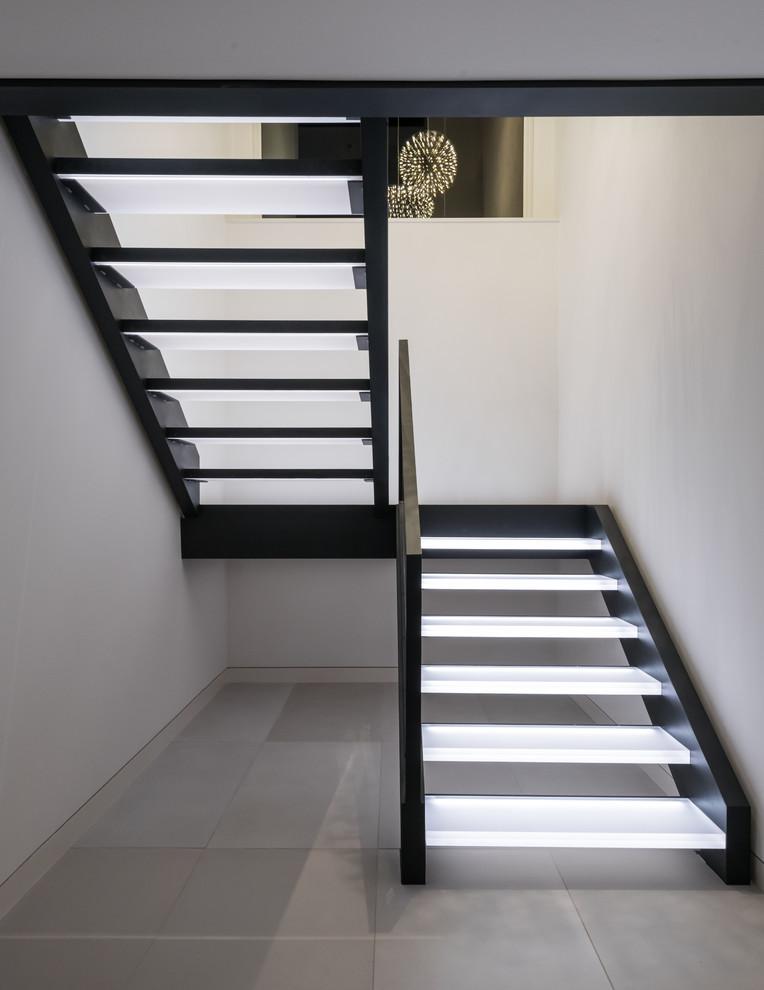 Imagen de escalera en U, actual, sin contrahuella