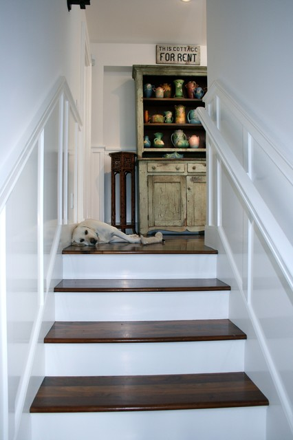 Basement Stair Landing Decorating: Hallways And Landings