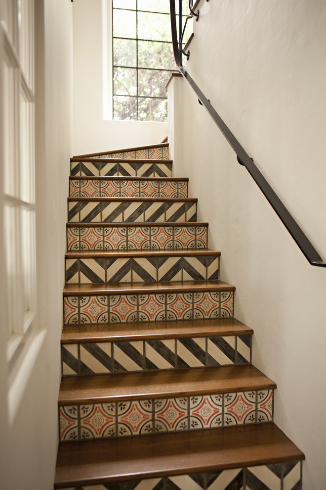 Staircase - traditional staircase idea in Los Angeles