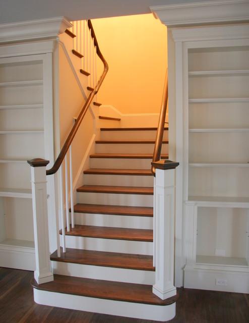 Расположение лестницы в доме фото