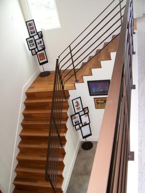 Staircase - contemporary staircase idea in Austin