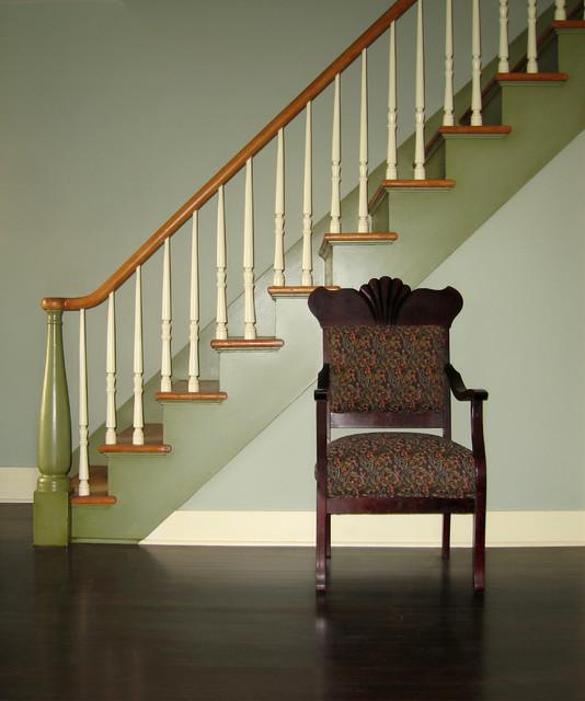 Historic cottage renovation staircase classico scale for Arredare pianerottolo scale
