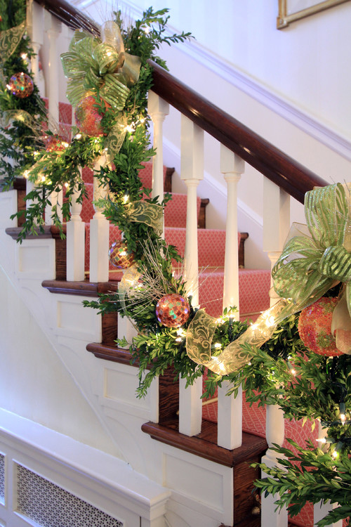 Different Ways To Attach Garland To A Staircase