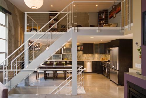 Лестница в интерьере квартиры современной
