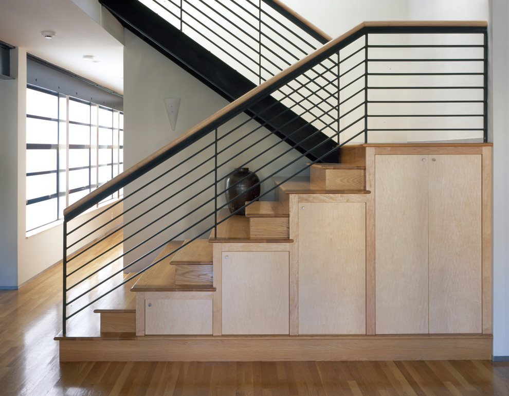 Minimalist wooden u-shaped mixed material railing staircase photo in San Francisco