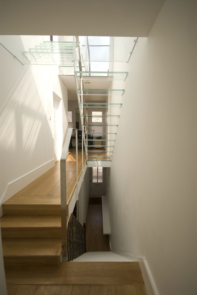 Trendy floating staircase photo in London