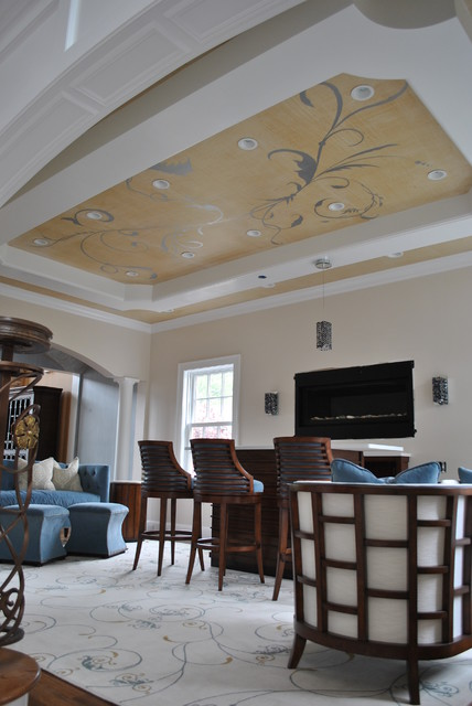 Manhatten Style Living Room With Tray Ceiling
