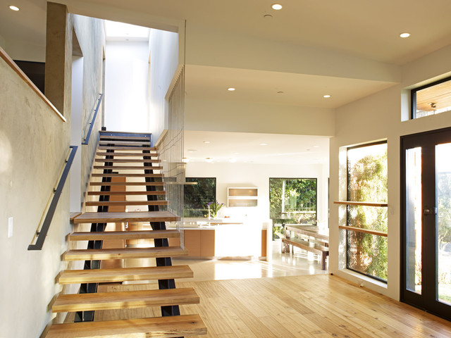 Mill valley contemporary split level staircase to master for Split master bedroom