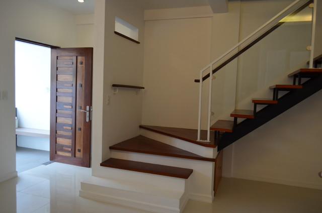 Modern asian duplex northview qc philippines for Duplex house designs in india interior staircase