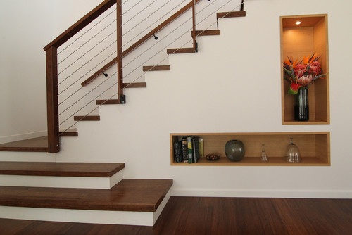 What Is The Horizontal Railing? Steel Cable Or Steel Tube? Size?