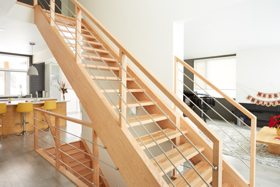 natural oak stair with horizontal stainless steel rods ...