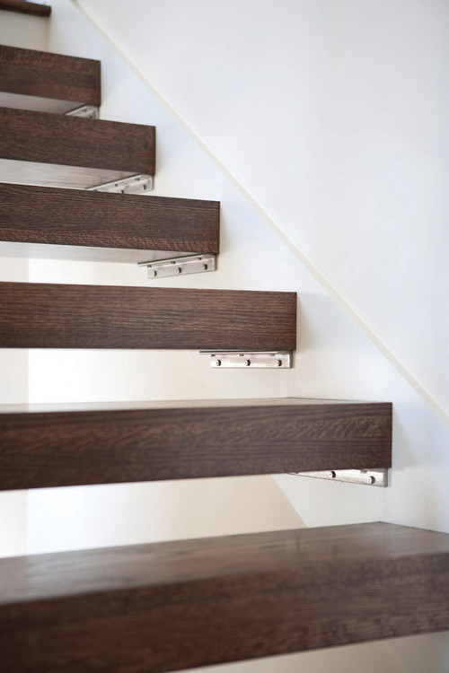 What Type Of Metal Bracket Was Used To Hold The Stair Tread?