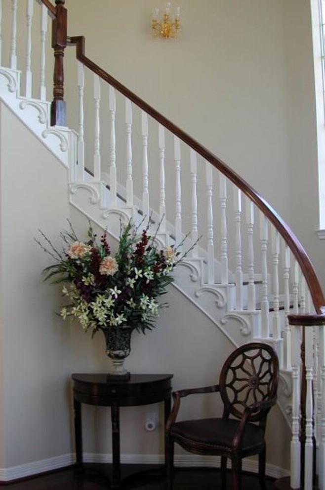 Ornamental Plaster Mold Decorating