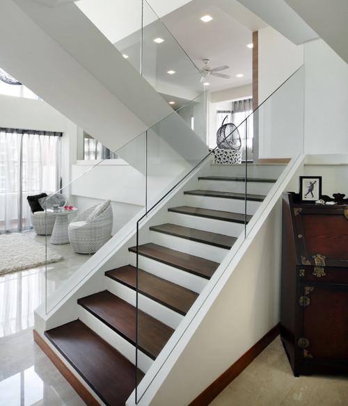 Лестница в интерьере апартаментов проектирование