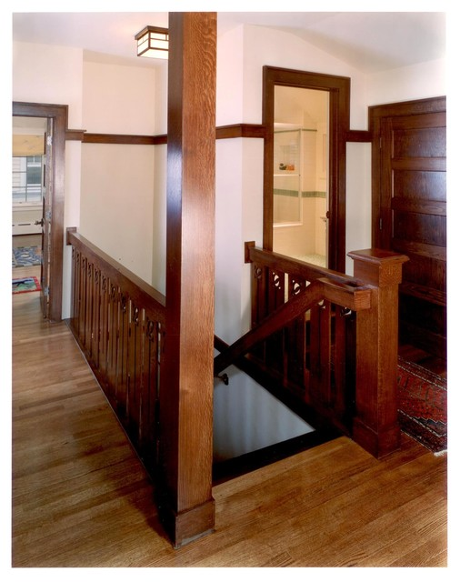 Staircase - craftsman staircase idea in Chicago