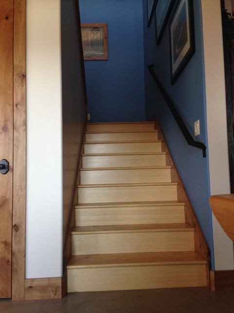 Mid-sized country wooden u-shaped staircase photo in Salt Lake City with wooden risers