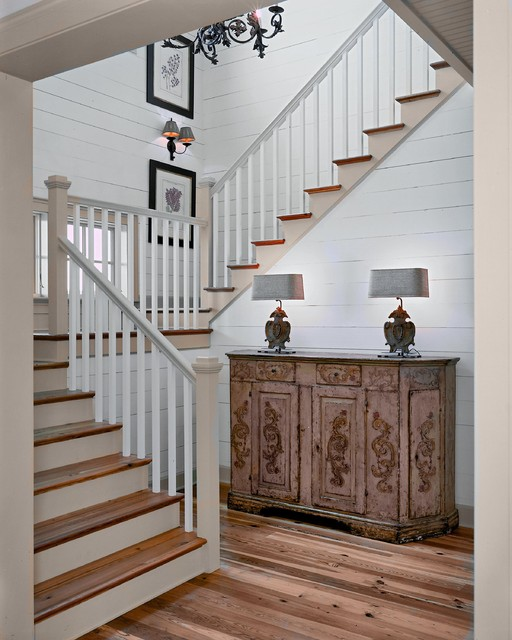Residences in DeBordieu Colony, Georgetown, SC traditional staircase