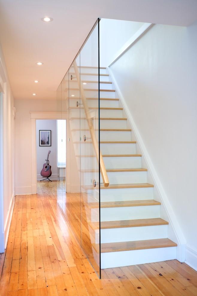 Minimalist staircase photo in Toronto