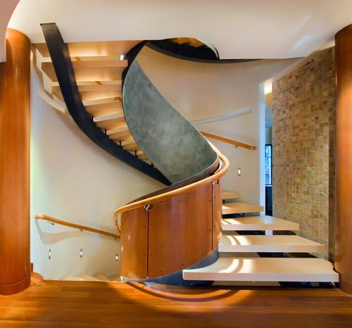 Circular, steel, centre-stringer staircase