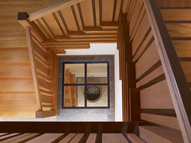 Roble Ridge II traditional-staircase