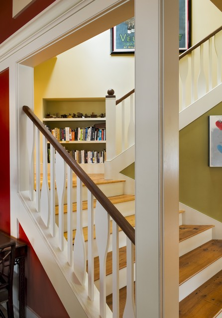 Basement Stair Landing Decorating: Rustic Staircase