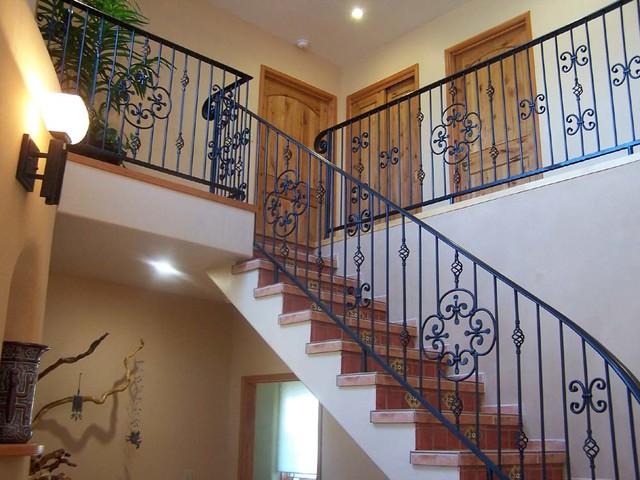 santa fe style adobe home in arizona sud ouest am ricain escalier albuquerque par. Black Bedroom Furniture Sets. Home Design Ideas