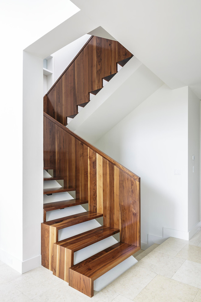 Example of a minimalist open staircase design in Miami