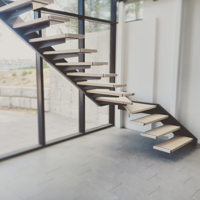 Self Support Cantilevered Steel Stairs With Glass Railing