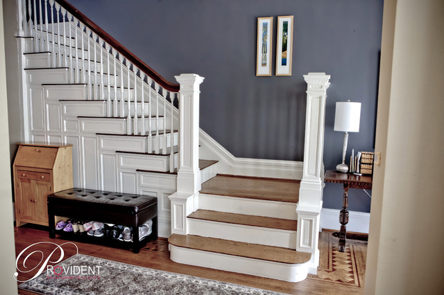 Staircase - traditional staircase idea in St Louis