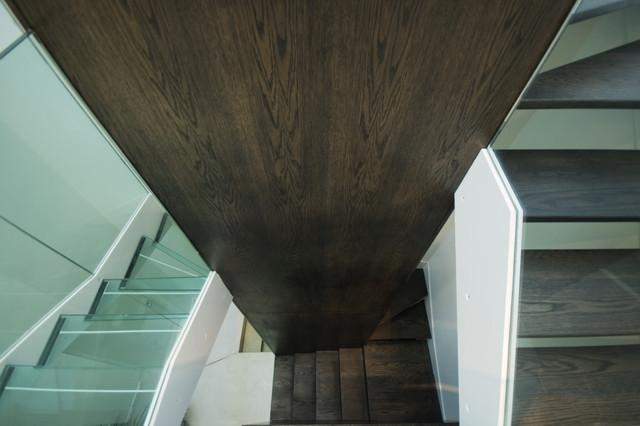 Slick Semi-D modern-staircase